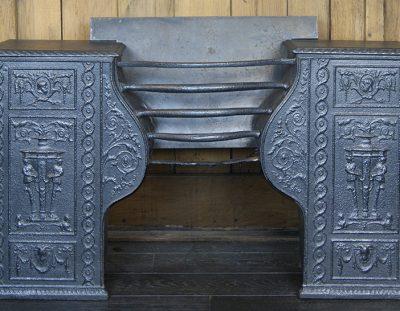 Large 18th Century Hob Grate